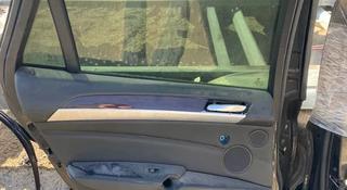 Дверь задняя левая x6 за 75 000 тг. в Караганда