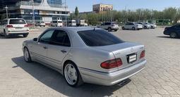 Mercedes-Benz E 50 1997 года за 3 300 000 тг. в Уральск – фото 3