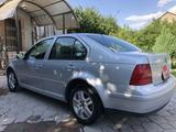 Volkswagen Jetta 2002 года за 1 790 000 тг. в Алматы – фото 4