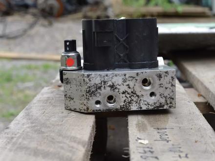 Блок клапанов гидроподвески ABC на мерседес S500 W222 за 3 000 тг. в Алматы – фото 3