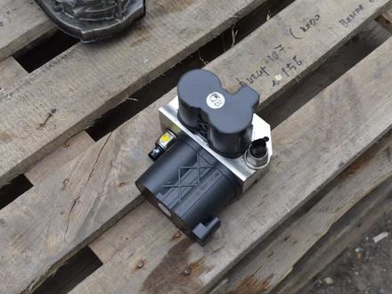 Блок клапанов гидроподвески ABC на мерседес S500 W222 за 3 000 тг. в Алматы – фото 4