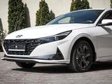 Hyundai Elantra 2021 года за 11 771 000 тг. в Алматы – фото 2
