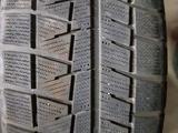 Зимнюю бу шину из Японии в хорошем состоянии. Размер 205/65/16 за 20 000 тг. в Алматы