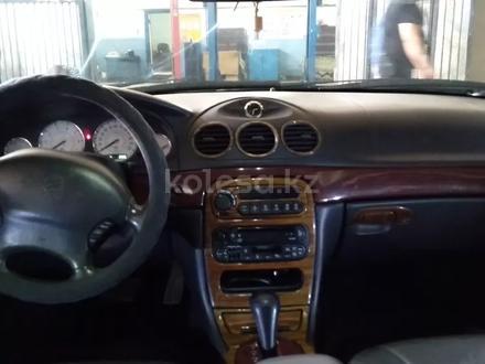 Chrysler LHS 2000 года за 2 300 000 тг. в Актобе – фото 2