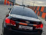Chevrolet Cruze 2012 года за 2 800 000 тг. в Уральск – фото 3