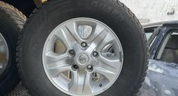 Диски с резиной Тойота Лэнд Круйзер зимние за 250 000 тг. в Алматы