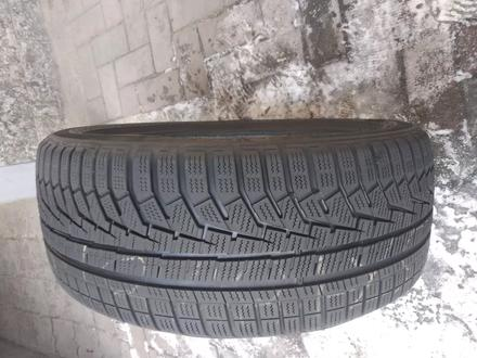225.45.R18-есть 1шт. Hankook Winter Icept evo2 за 20 000 тг. в Алматы