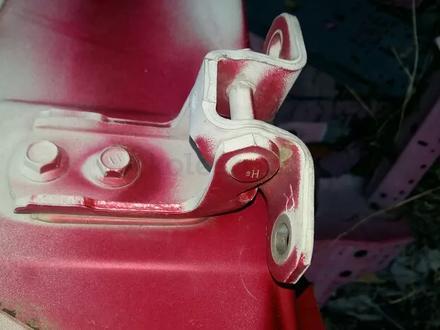 Шарниры навесы двери Toyota Rav 4 за 5 000 тг. в Семей – фото 3