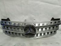 Решетка центральная радиатора на Mercedes-Benz w164 ML за 75 000 тг. в Алматы