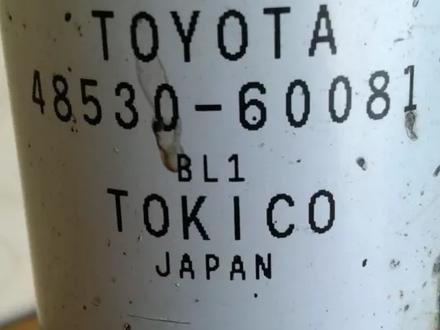 На Toyota Land Cruiser Prado j120 пер. Амортизаторы и зад… за 40 000 тг. в Алматы – фото 4