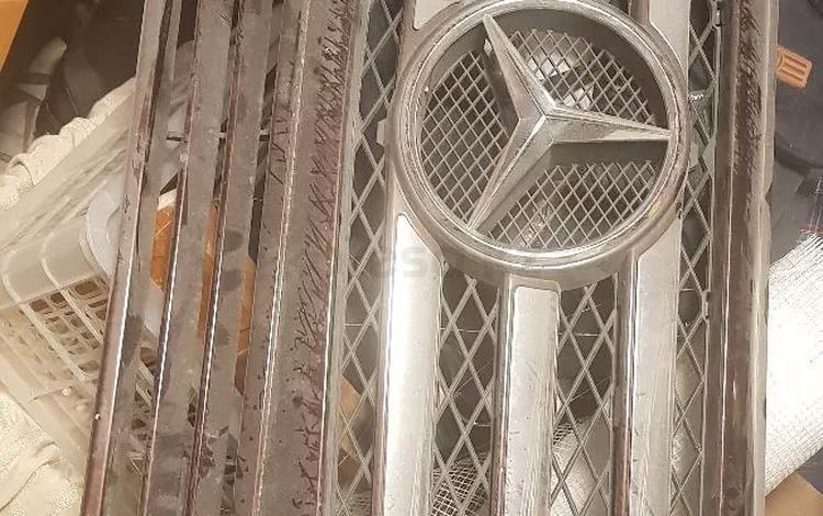 Решетка радиатора. Бу. Оригинал за 20 000 тг. в Алматы