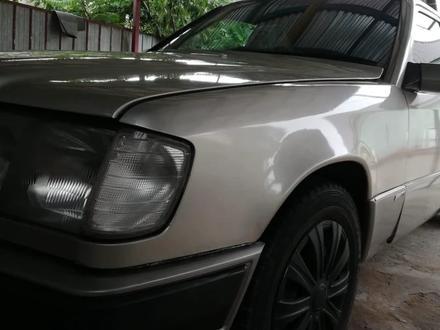 Mercedes-Benz E 230 1993 года за 1 400 000 тг. в Алматы
