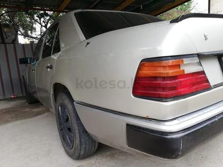 Mercedes-Benz E 230 1993 года за 1 400 000 тг. в Алматы – фото 3