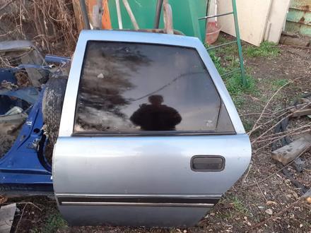 Двери на Opel Vektra 90 год задняя правая и левая за 5 000 тг. в Алматы
