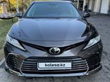 Toyota Camry 2021 года за 17 800 000 тг. в Алматы – фото 2
