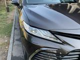 Toyota Camry 2021 года за 17 800 000 тг. в Алматы – фото 3
