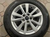 Оригинальные диски с резиной на Toyota Camry 70 за 250 000 тг. в Алматы – фото 4