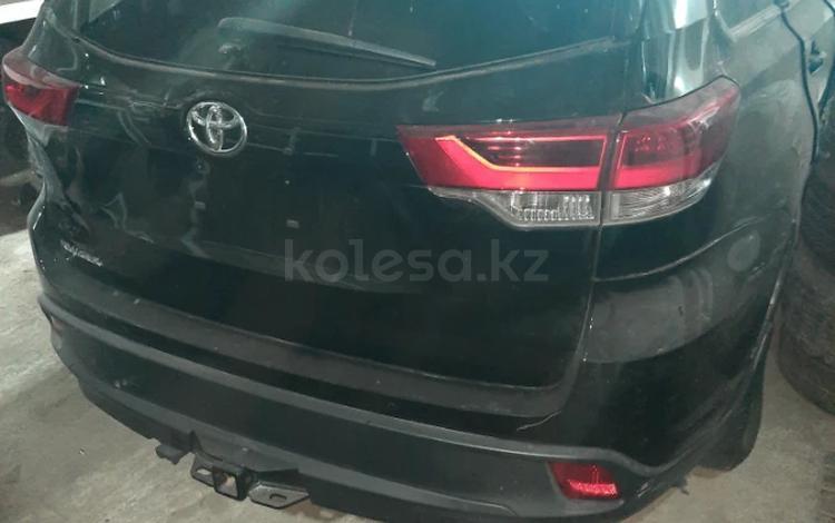 Дверь багажника за 35 000 тг. в Актау