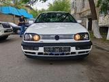Volkswagen Golf 1994 года за 1 500 000 тг. в Алматы