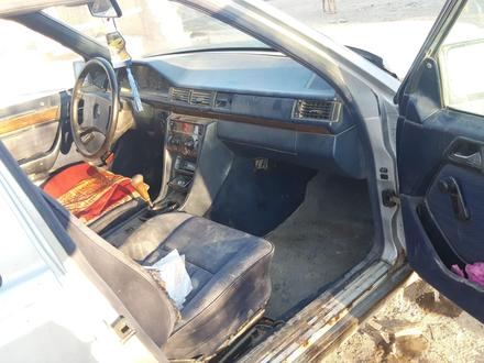 Mercedes-Benz E 200 1990 года за 600 000 тг. в Шиели – фото 10