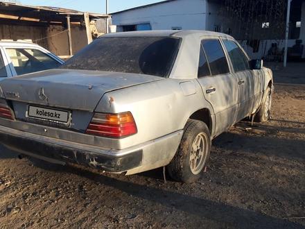Mercedes-Benz E 200 1990 года за 600 000 тг. в Шиели – фото 7