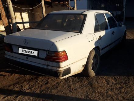 Mercedes-Benz E 200 1990 года за 600 000 тг. в Шиели – фото 8