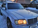Mercedes-Benz E 220 1994 года за 2 450 000 тг. в Тараз – фото 4