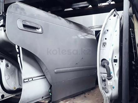 Двери привозные на тойоту Марк. Чайзер 90 кузов за 555 тг. в Алматы – фото 5