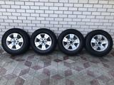 Оригинальные диски Nissan Patrol 6*139.7 c шинами 275/65/17 за 180 000 тг. в Талдыкорган