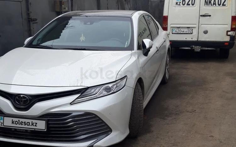 Toyota Camry 2019 года за 15 400 000 тг. в Алматы