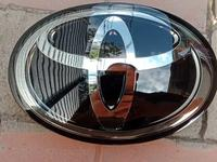 Эмблема решетка радиатора оригинал Prado 155 за 90 000 тг. в Алматы