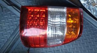 Задний фонарь на крышку багажника Toyota Land Cruiser 100 в Алматы
