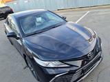 Toyota Camry 2021 года за 21 000 000 тг. в Шымкент – фото 2