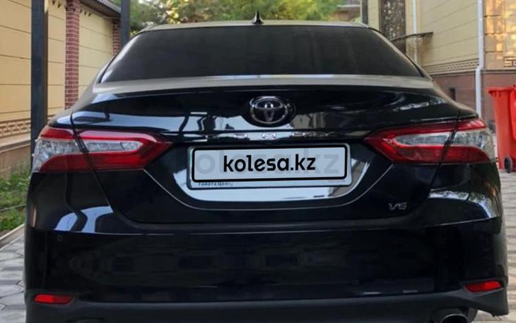 Toyota Camry 2019 года за 16 800 000 тг. в Шымкент