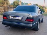 Mercedes-Benz E 220 1990 года за 1 400 000 тг. в Алматы – фото 3