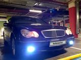 Mercedes-Benz C 200 2001 года за 2 850 000 тг. в Алматы – фото 2