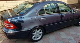 Mercedes-Benz C 240 2001 года за 3 500 000 тг. в Алматы – фото 3