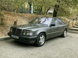Mercedes-Benz E 260 1992 года за 1 600 000 тг. в Шымкент