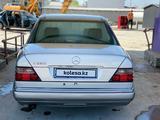 Mercedes-Benz E 280 1995 года за 2 800 000 тг. в Шымкент – фото 2