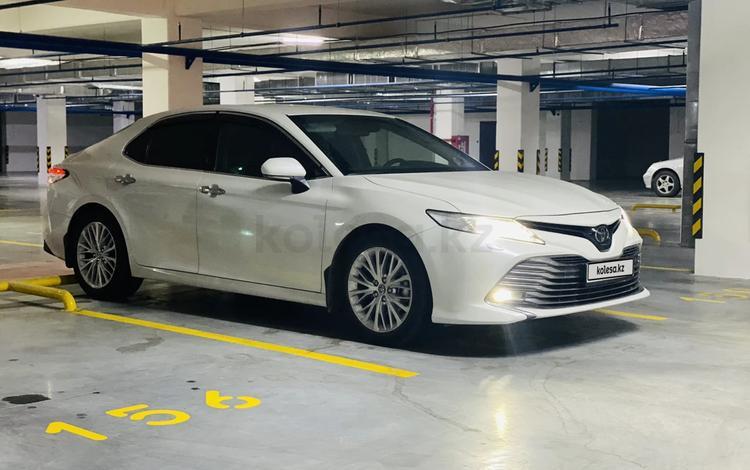 Toyota Camry 2020 года за 15 300 000 тг. в Алматы