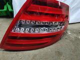 Задний правый фонарь на Mercedes-Benz C-class w204 за 70 000 тг. в Атырау