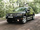 Volkswagen Touareg 2005 года за 3 700 000 тг. в Караганда