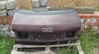 Крышка багажника на ауди 80 Б4 за 555 тг. в Костанай