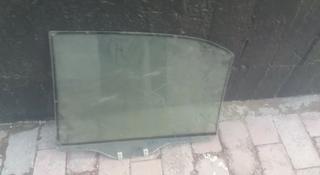 Стекла на двери мазда 90-99 гв за 5 000 тг. в Алматы