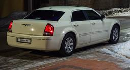 Chrysler 300C 2006 года за 4 800 000 тг. в Уральск – фото 2