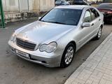 Mercedes-Benz C 200 2003 года за 3 200 000 тг. в Караганда – фото 2