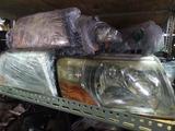 Передние фары на Mitsubishi Pajero III за 30 000 тг. в Алматы – фото 2