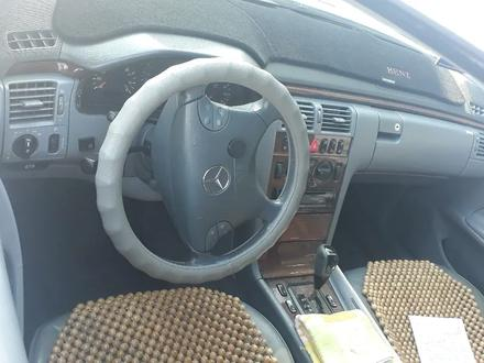 Mercedes-Benz E 240 2002 года за 3 000 000 тг. в Шымкент – фото 5