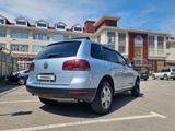 Volkswagen Touareg 2005 года за 4 400 000 тг. в Алматы – фото 2