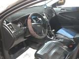 Hyundai Sonata 2011 года за 5 100 000 тг. в Атырау – фото 3